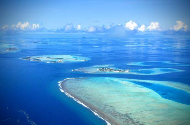 Inflygningen till flygplatsen på Maldiverna. Svårslagen vy!